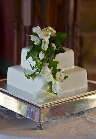 traditional cake flowers for weddings